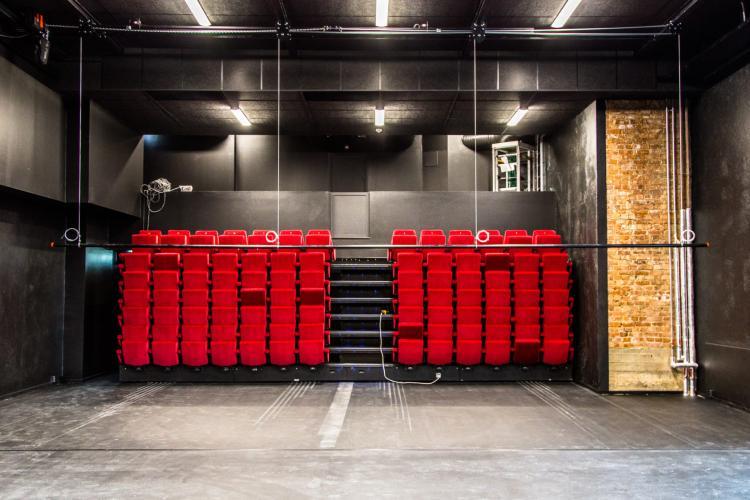 Teater Manu, inne i teatersalen